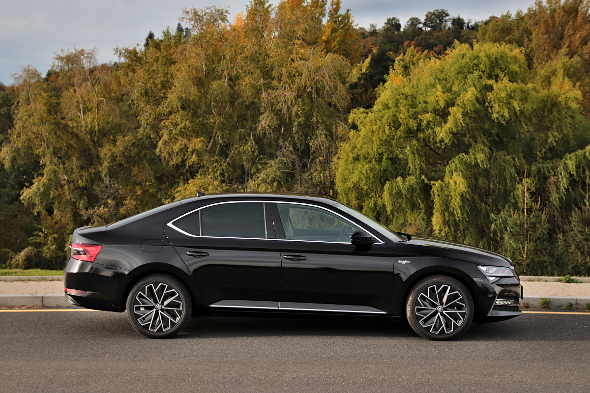 2019-skoda-superb-facelift- (24)